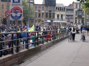 Massaal protest tegen het BAM-tracé. Foto: betoging van 4 mei laatstleden (foto door Suresh)