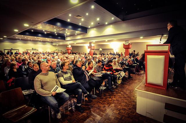 """Strijdbare ABVV-meeting in Antwerpen: """"We gaan ervoor!"""""""