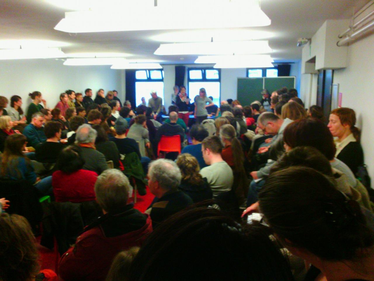 250 aanwezigen op eerste Brusselse bijeenkomst Hart boven Hard/ Tout Autre Chose