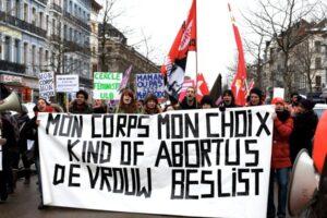 Betoging tegen de zogenaamde 'pro life' optocht in 2013. Tegen de anti-abortus en anti-holebi groepen komen wij voor een echte keuze op.