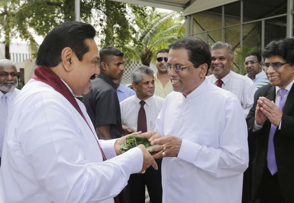 Voormalig dictator Rajapaksa aangesteld als premier van Sri Lanka in parlementaire coup