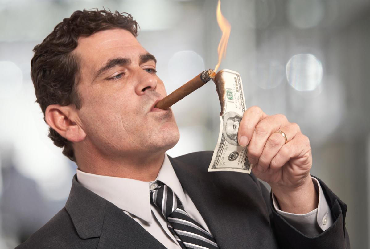 Bonanza van dividenden en bonussen voor hen, besparingen voor ons