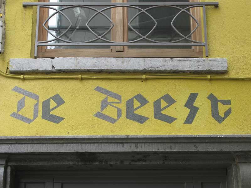 """""""Weldra zal de oven branden"""". Het einde van café 'De Beest'"""