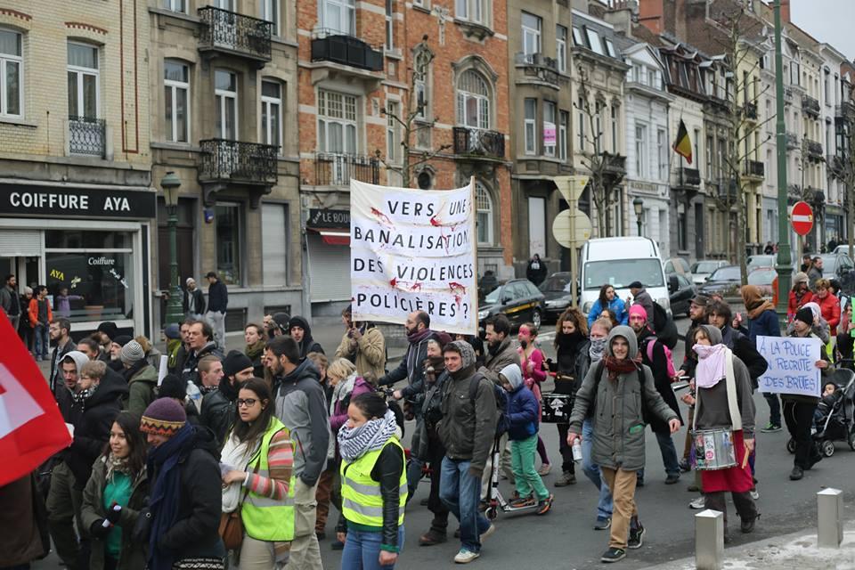 Foto's van de betoging tegen repressie en politiegeweld
