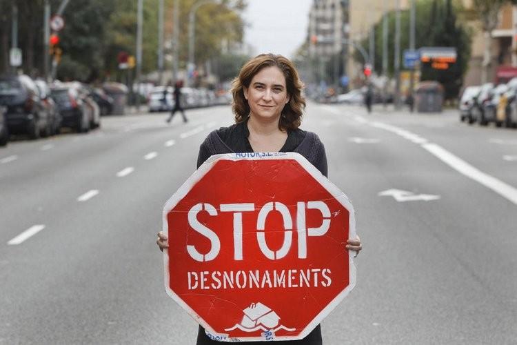 Links bestuur in Barcelona haalt overwinning rond huisvesting. Hoe de dwangbuis van besparingen doorbreken?