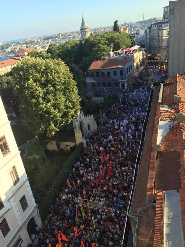 Grote betoging in Istanbul vandaag na het geweld in Suruç gisteren