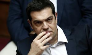 Ondertussen keurde het Griekse parlement de besparingen goed. 32 verkozenen van Syriza stemden tegen of onthielden zich. De regering heeft enkel nog een meerderheid door de steun van de gevestigde partijen (ND, Pasok en Potami). Voor de linkerzijde stelt de uitdaging zich om het verzet tegen de nieuwe besparingen te organiseren.