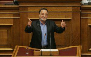 Voormalig minister van energie Lafazanis neemt met het Links Platform mee het initiatief voor een nieuwe eengemaakte beweging die zich verzet tegen het besparingsplan dat de regering-Tsipras deze morgen door het parlement kreeg.
