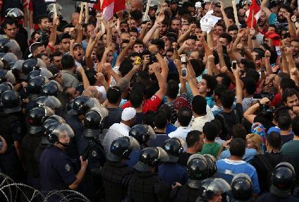"""Privatisering afvalbeleid stinkt"". Massaprotest in Libanon"