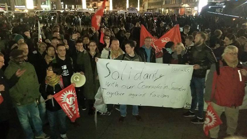Zondag was er in Keulen een grote antifascistische betoging met 15.000 aanwezigen tegen een poging van Pegida om in de stad te betogen. Activisten van SAV, onze Duitse zusterorganisatie, droegen een spandoek mee uit solidariteit met de Zweedse kameraden