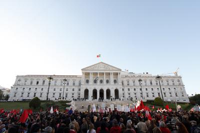Politieke crisis in Portugal. Naar een linkse regering?