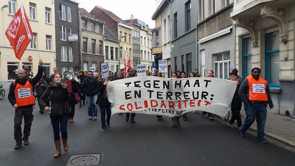 Blokbuster betoogt tegen Pegida in Antwerpen