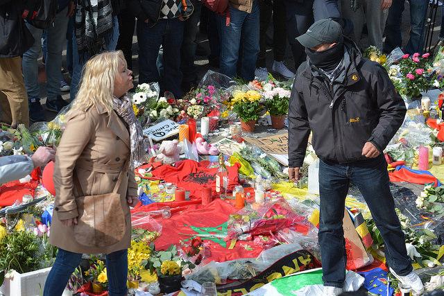 Nog een reeks foto's van de solidariteitswake aan de Beurs gisteren, en van de verstoring ervan