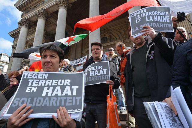 Tegenover terreur en racisme: eenheid van de werkende bevolking en haar jongeren!