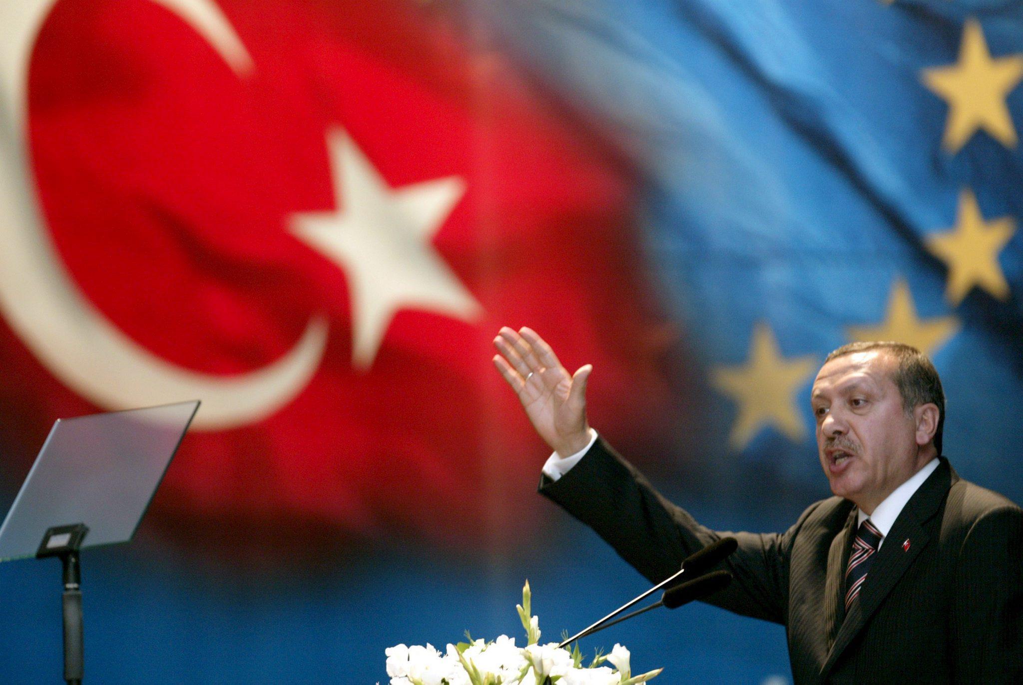 Europese alliantie met Turkije om grenzen te sluiten. Vluchtelingencrisis en EU-crisis gaan door