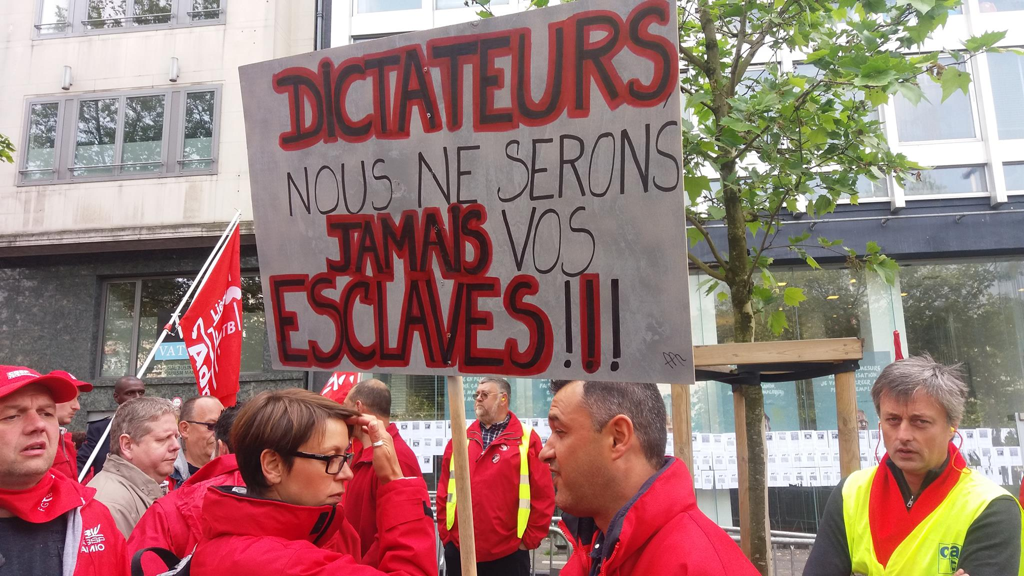 Woedende cipiers betogen in Brussel