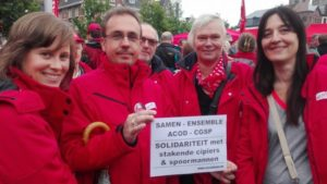 Op de ACOD-actie in Gent op 31 mei verdeelden we affiches om de stakende cipiers en spoormannen te steunen. Deze affiches waren bijzonder populair onder de Vlaamse syndicalisten.