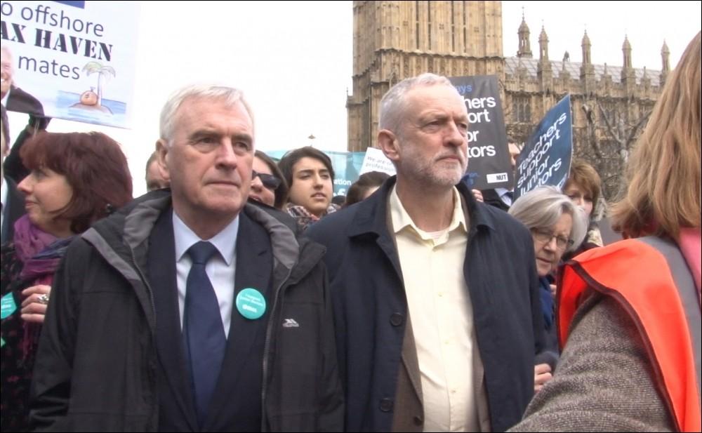 Corbyn en zijn medestander McDonnell op een protestactie. Foto: Socialist Party