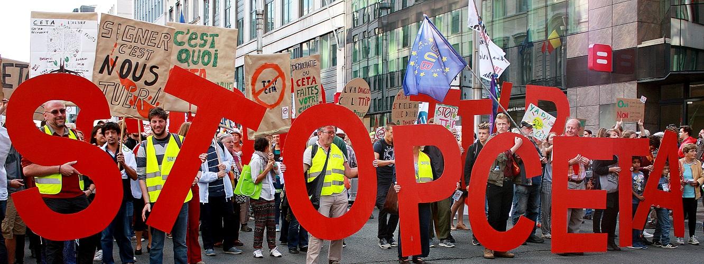 Na groeiend protest zit CETA vast. Nu doorzetten tegen de dictatuur van de multinationals!