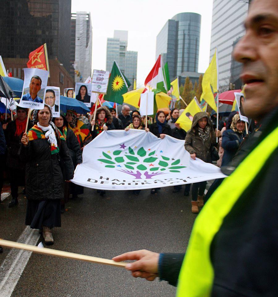 Europese betoging tegen Erdogan en het AKP-regime in Turkije