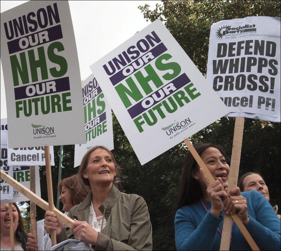 Britse gezondheidszorg in diepe crisis, nationale betoging voor meer middelen gepland