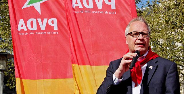 De PS kraakt onder de schandalen en een linkse oppositie