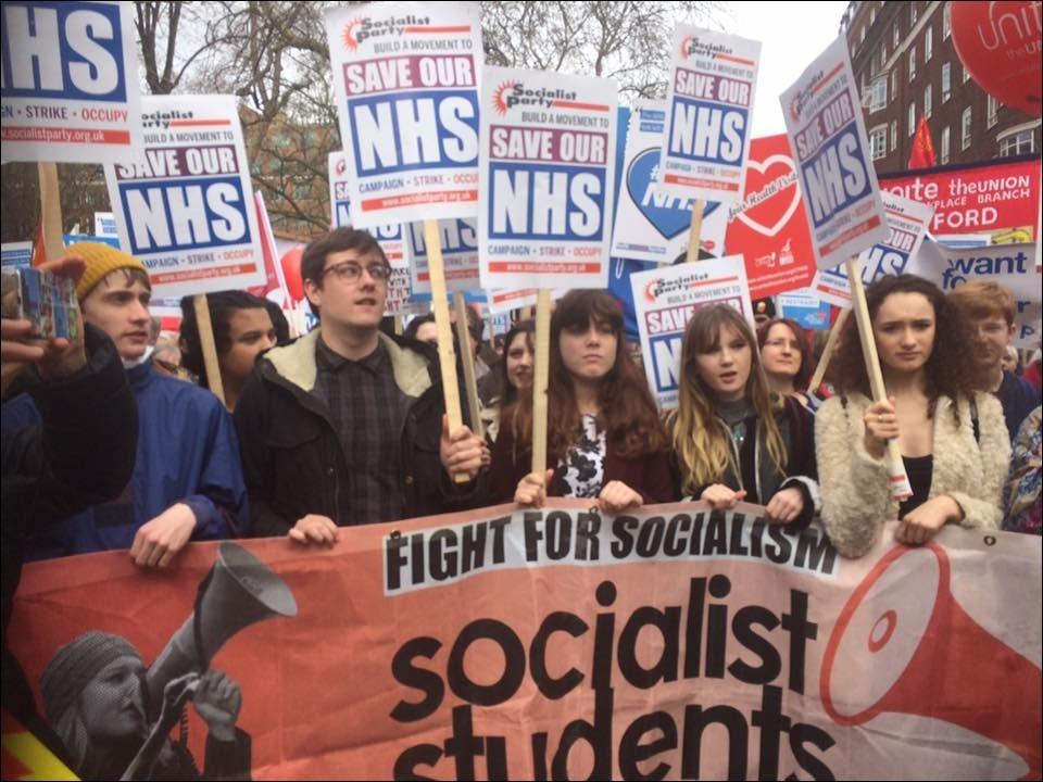 Protest tegen afbraak van Britse gezondheidszorg: tot 250.000 betogers in Londen