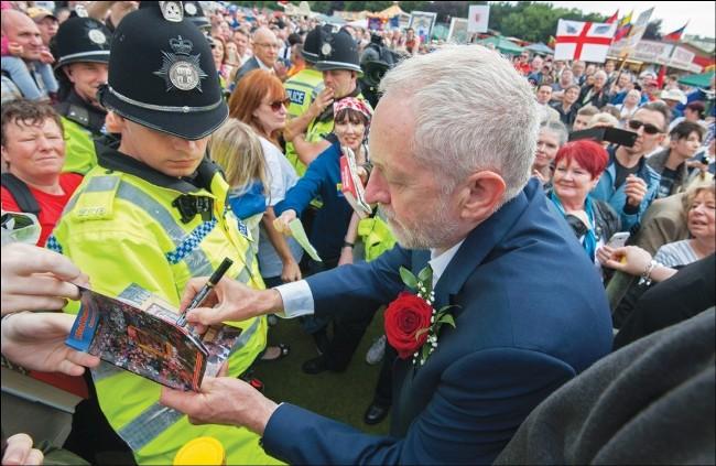 Corbyn komt met links programma: belangrijke stap in goede richting