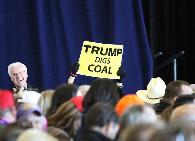 Trump stapt uit klimaatakkoord. Verdedig de planeet door te strijden voor socialisme