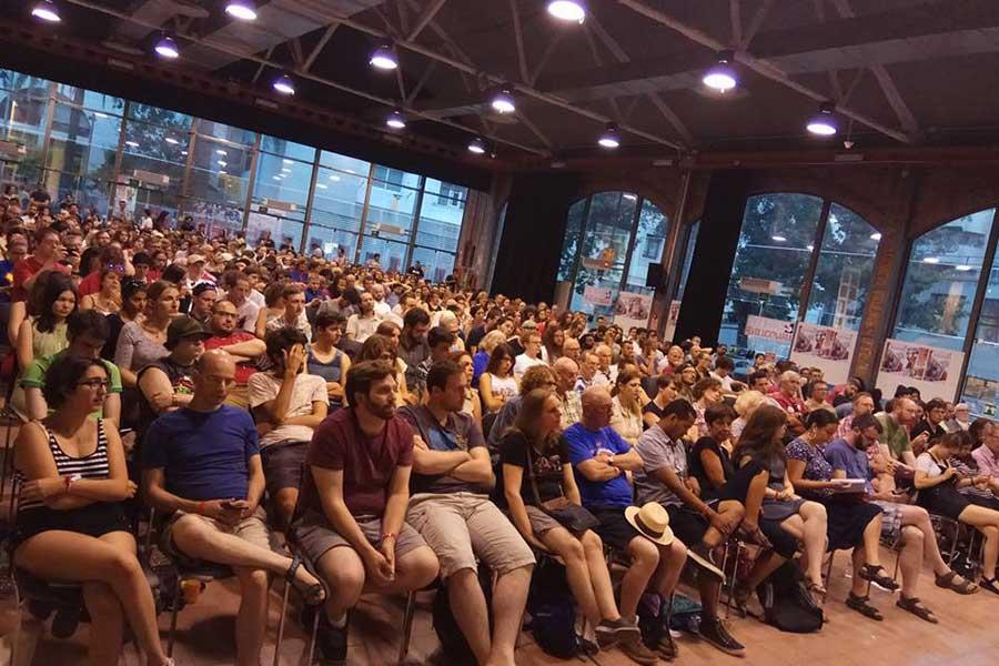 Publieke meeting in Barcelona met 600 aanwezigen herdenkt Russische Revolutie