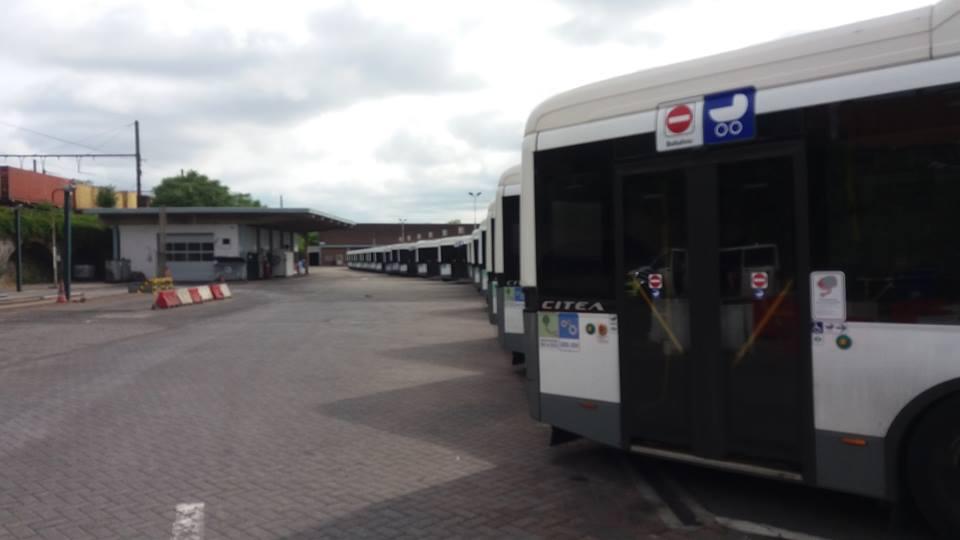 Niet de stakende chauffeurs, maar de Vlaamse regering bouwt openbaar vervoer af