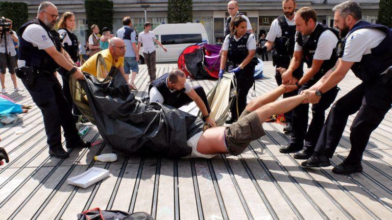 Namen: stadsbestuur onder druk na protest tegen bedelverbod