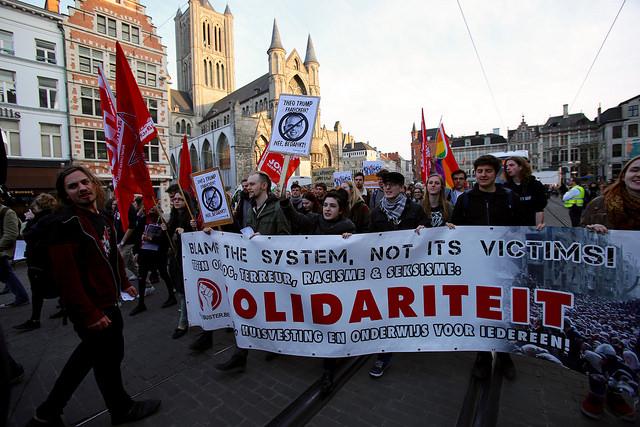 Protest tegen Francken in Antwerpen. 'Refugees welcome, racisme niet'