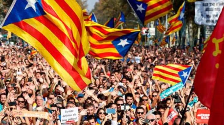 Catalonië: het furieuze antwoord van Rajoy op het uitroepen van de republiek