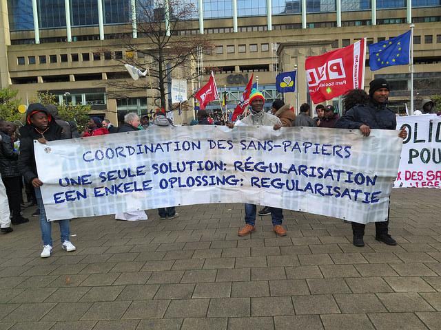 Na geslaagde betoging van 12 november: solidariteit voor een regularisatie van mensen-zonder-papieren
