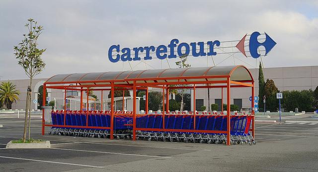 Massaal jobverlies bij Carrefour – met heel de sector in verzet tegen race naar de bodem!