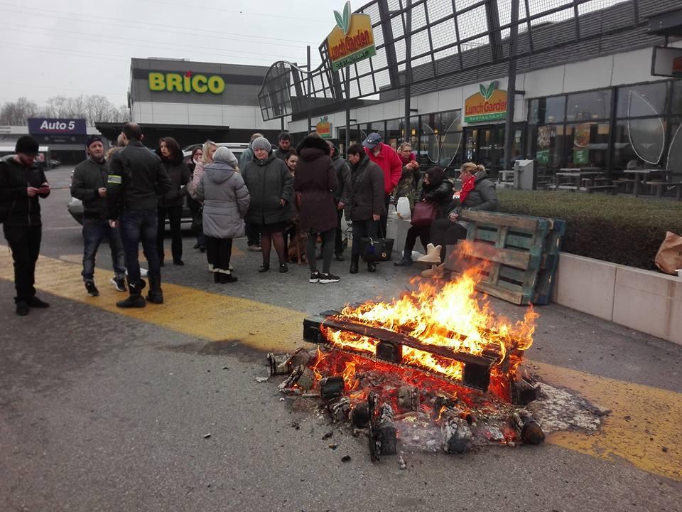 Solidariteitsbezoek aan stakend Carrefour-personeel in Brussel