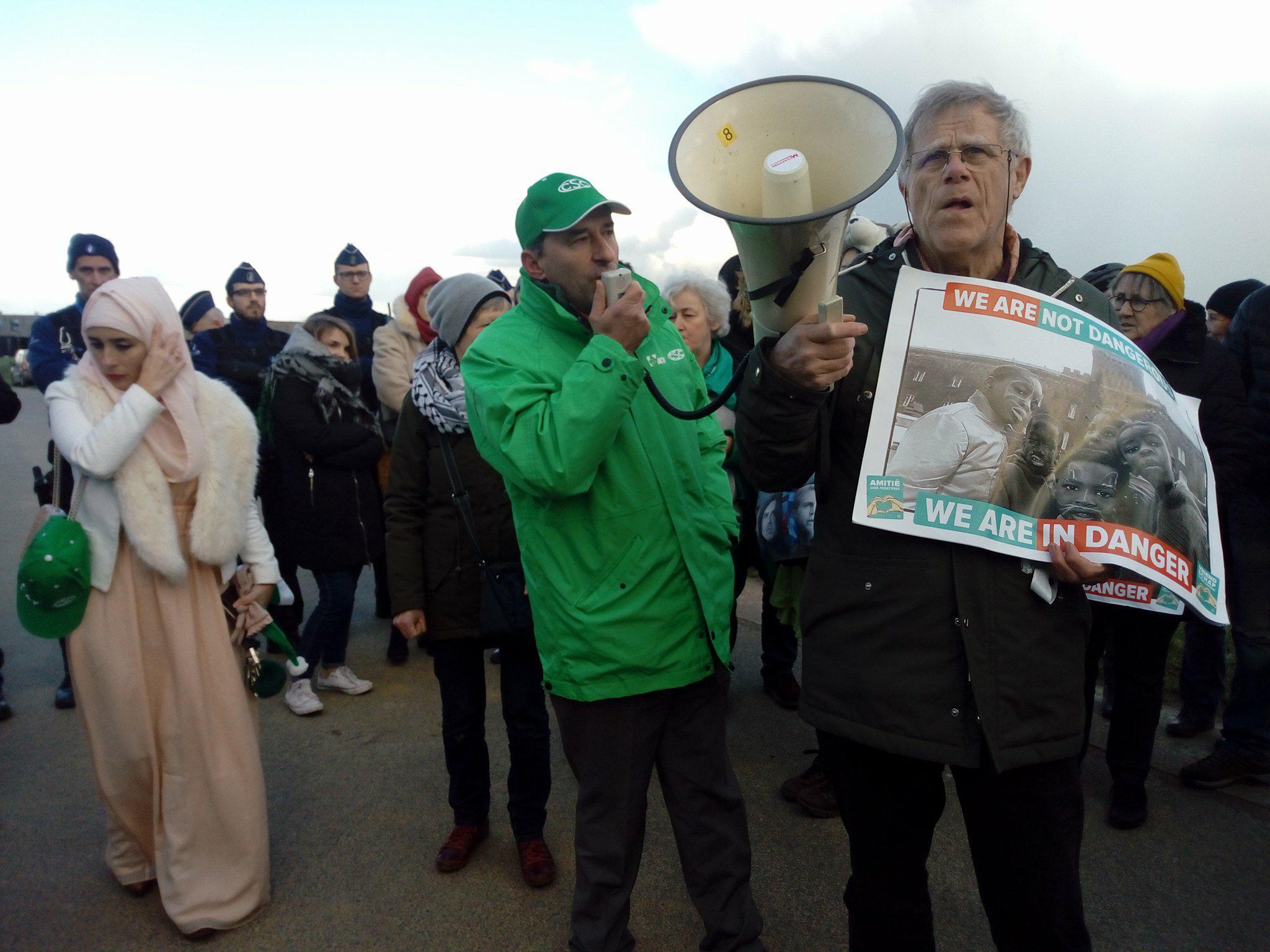 Actie aan gesloten centrum van Steenokkerzeel na schandalige razzia tegen vluchtelingen