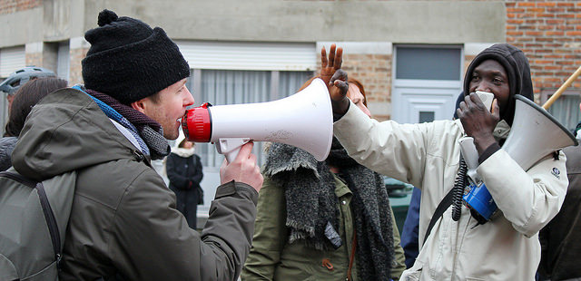 Protest tegen criminaliseren van vluchtelingen. Betoging tegen gesloten centrum Vottem