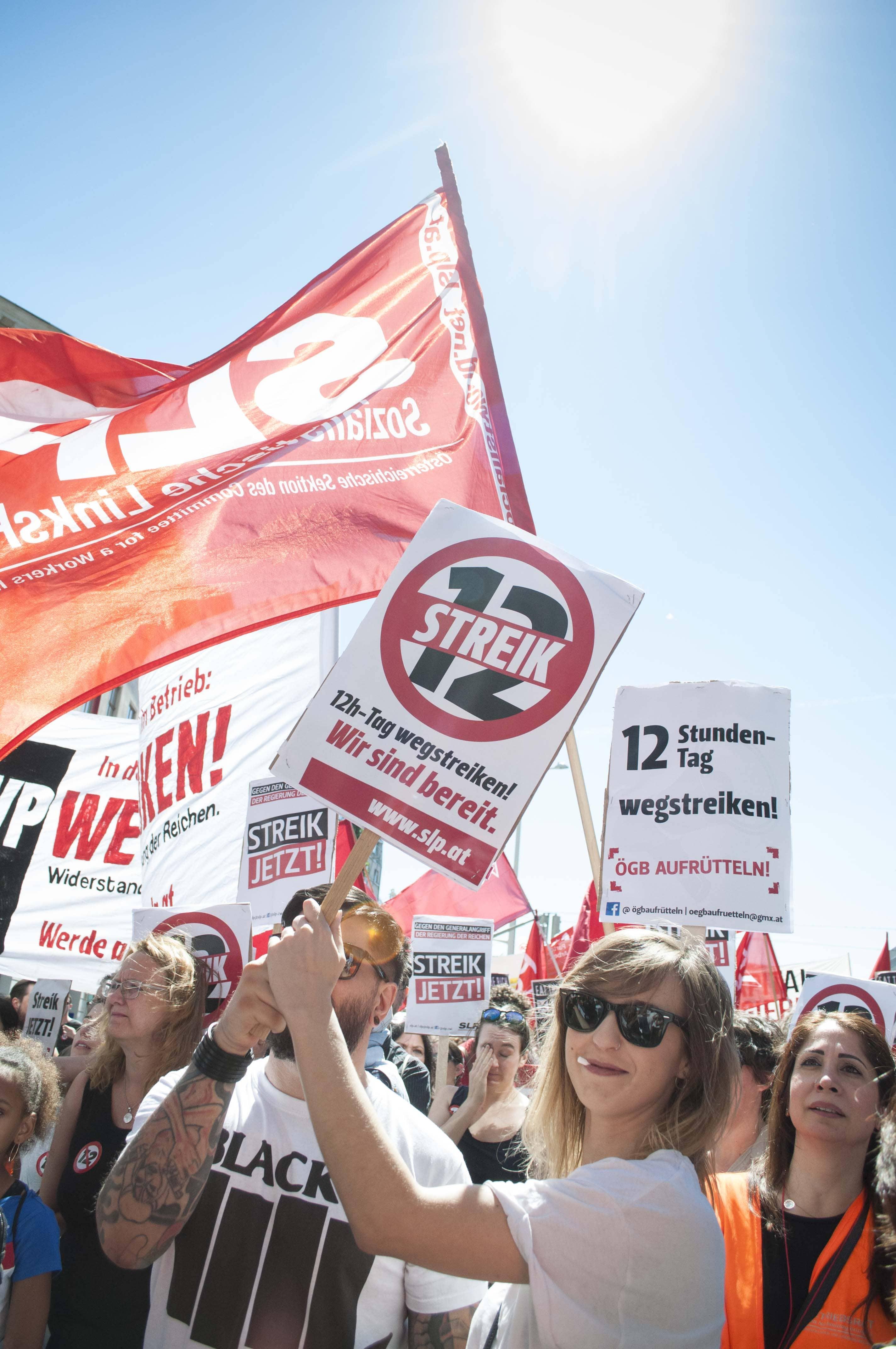 Oostenrijk: 100.000 betogers tegen 12-urenwerkdag