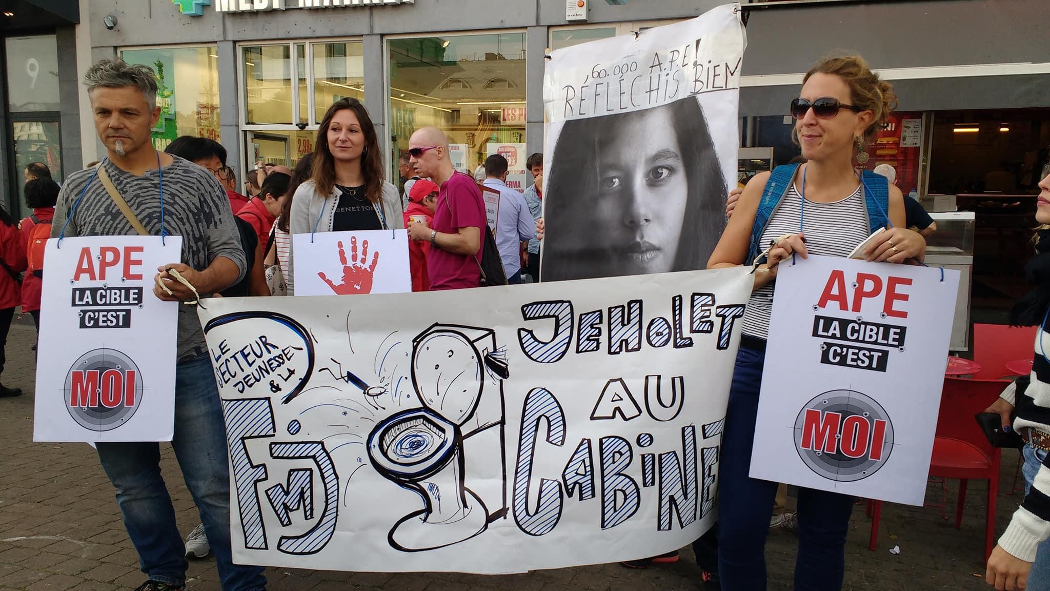 Waalse regering hervormt steun aan tewerkstelling. Betoging in Namen