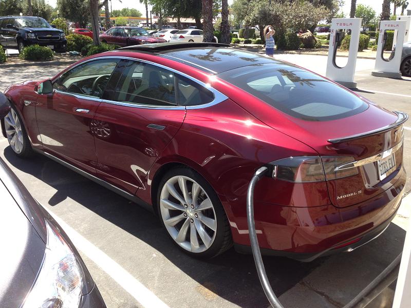 MOORDEND MOBIEL.Elon Musks milieu- en verkeersdoden