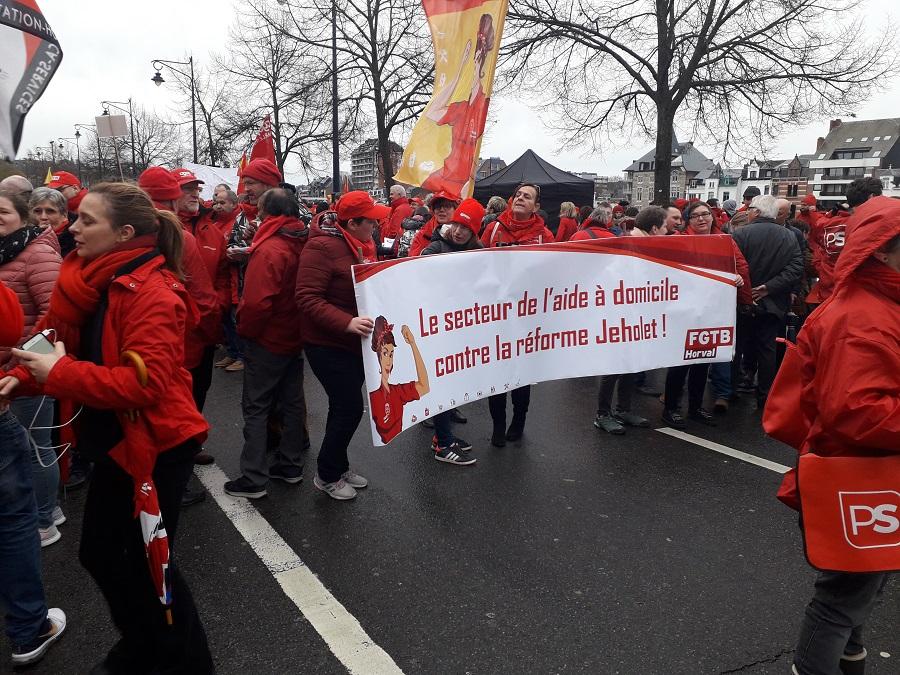 Mensenketting in Namen tegen aanval op jobs in publieke sector en vzw's