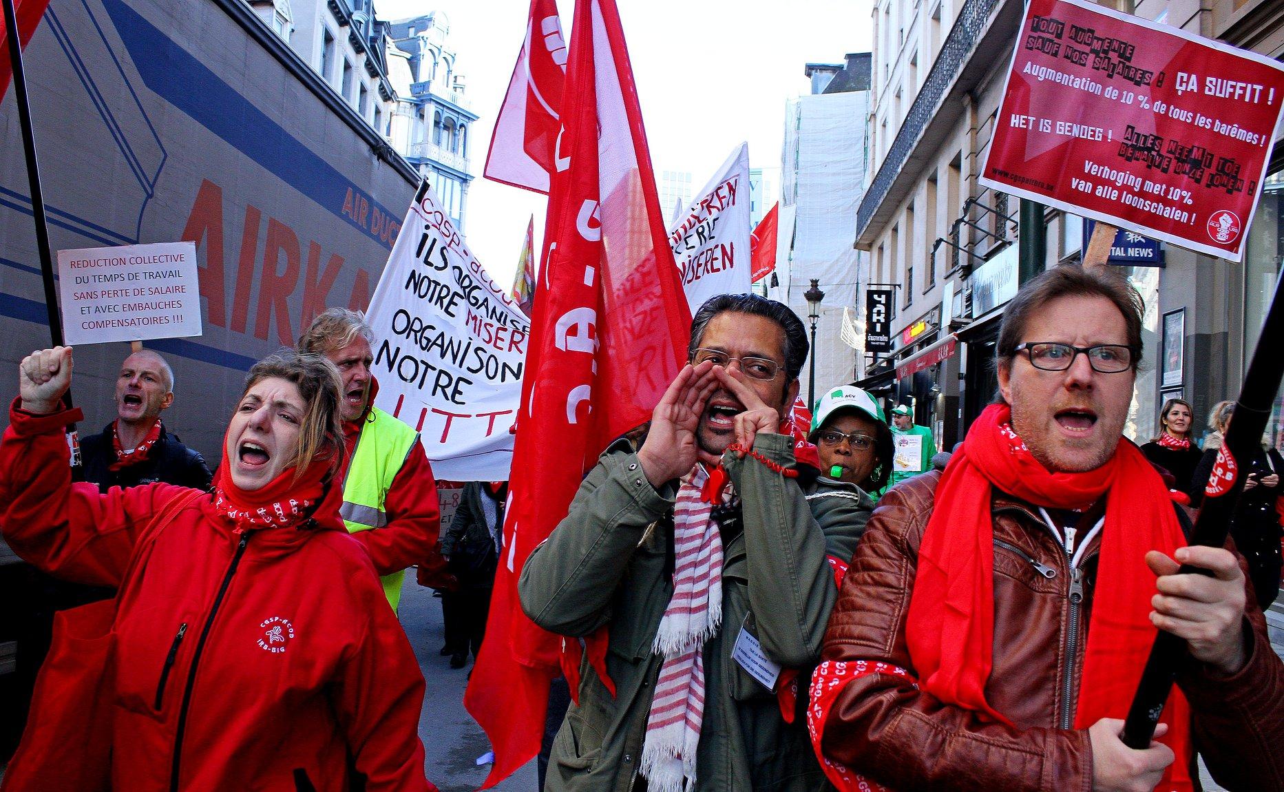 Brussels gemeentepersoneel staakt en betoogt