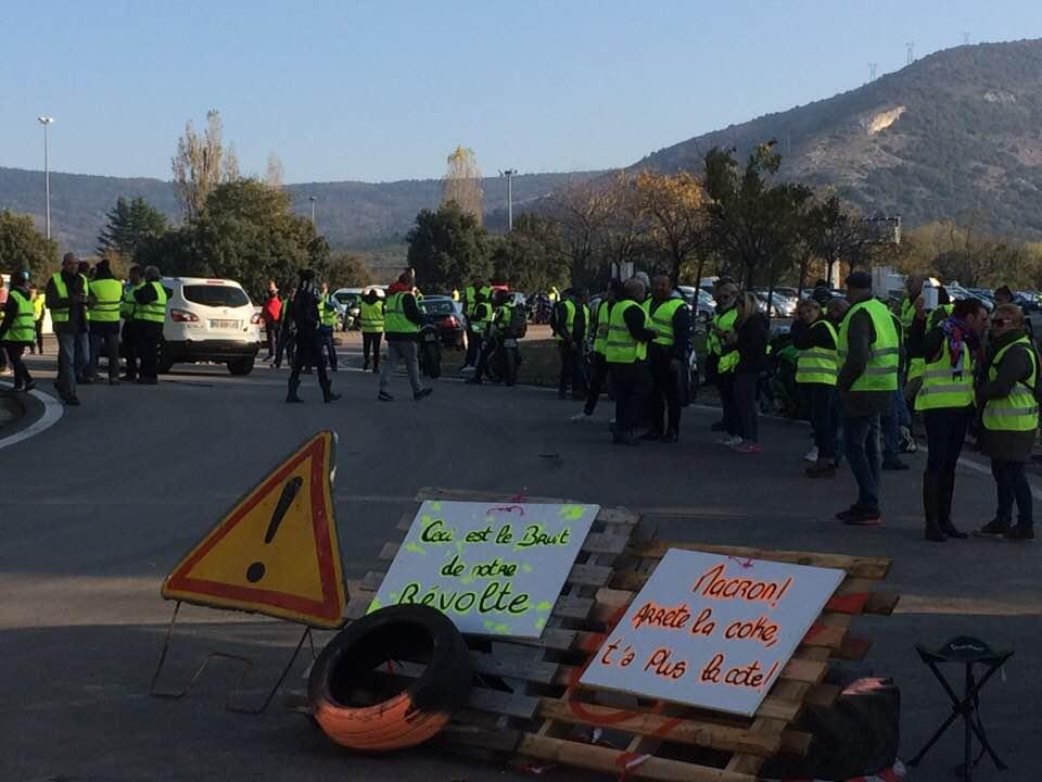 Frans protest tegen dure brandstof. Ook bij ons wordt alles duurder, zonder dat loon volgt