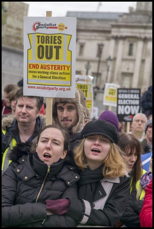 Vernedering voor Theresa May. Corbyn moet arbeidersbeweging in stelling brengen!