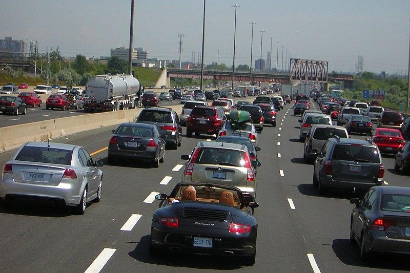 Partijen maken bocht rond asociale kilometerheffing, maar blijven zwijgen over openbaar vervoer