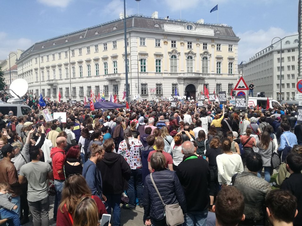 Oostenrijkse regering valt na corruptieschandaal bij extreemrechts