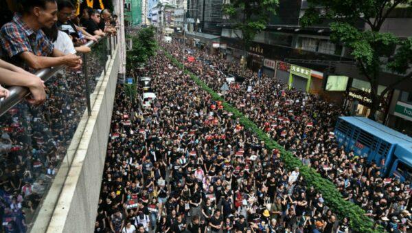 "Socialist in Hongkong: ""Politieke staking nodig om uitleveringswet en regering weg te krijgen."""
