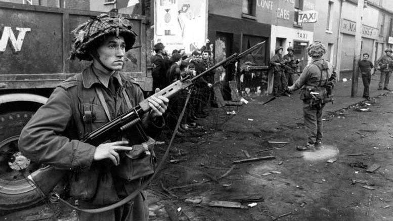 50 jaar geleden: Britse troepen trekken Noord-Ierland binnen